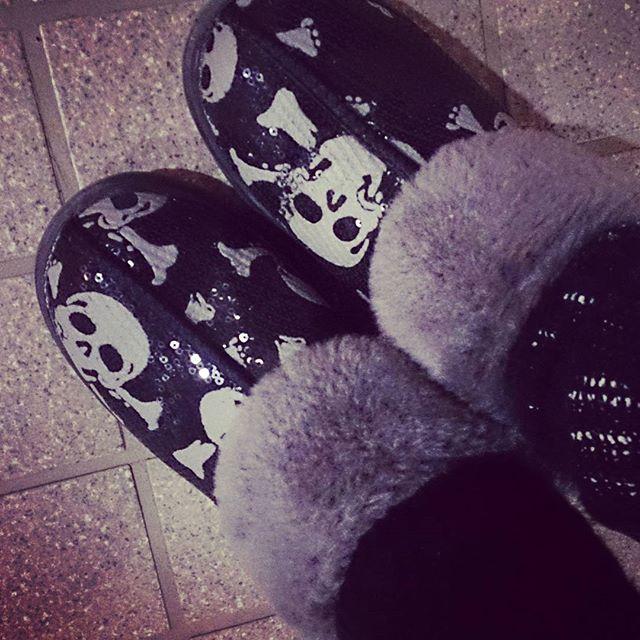 去年ニューヨークで買ったUGGのスリッポンが寒いこの時期に大活躍! すっごくあったかい! #ugg (Instagram)