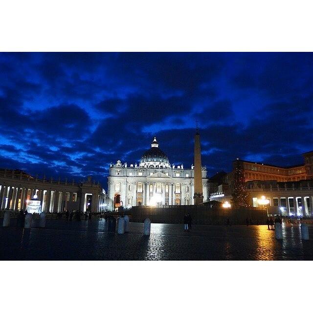 深夜のヴァチカン。昨年末にイタリアに行ってきたときの写真。ヴァチカン大好き!#イタリア #ヴァチカン市国 #ヴァチカン #italy #vaticano #夜景 #教会 #海外の教会