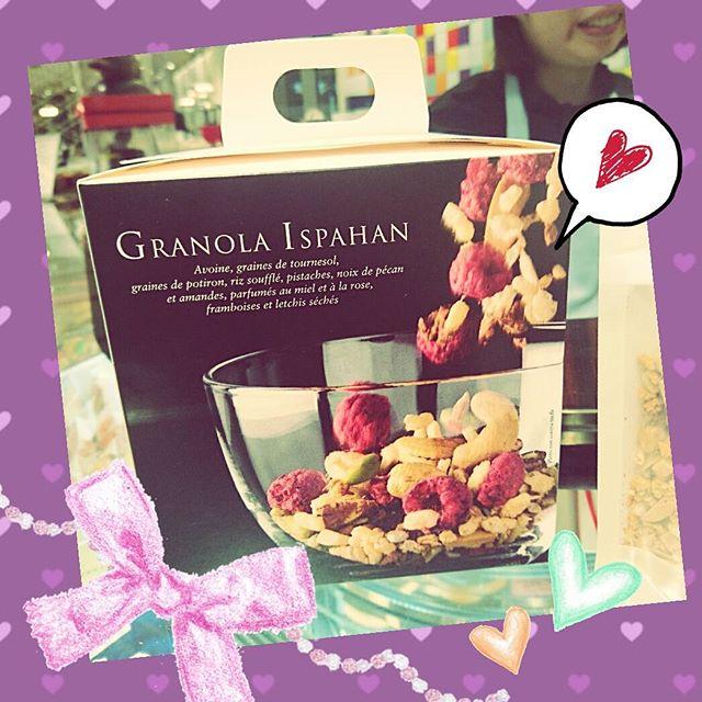 渋谷ヒカリエ限定のピエールエルメイスパハンのグラノーラを買いました! 最後の一個でした! 大好きなイスパハンのグラノーラ、どんな味なんだろう?! わくわくします! 詳しいレビューは後日ブログにて!#ヒカリエ #ピエールエルメ #イスパハン #限定 #グラノーラ